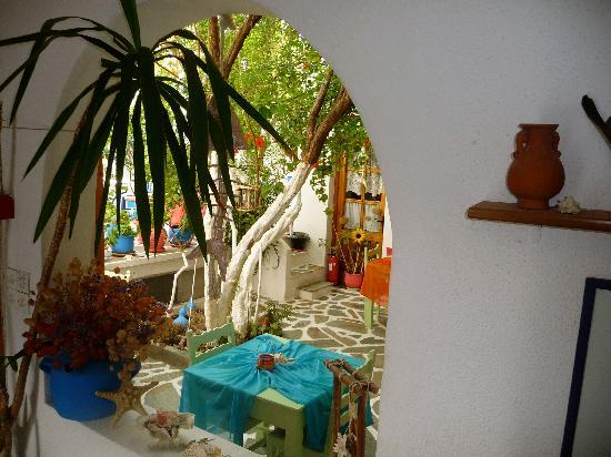 Arian Hotel: breakfast courtyard
