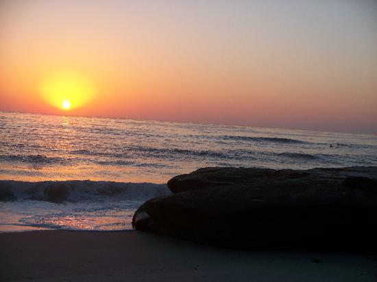 La Jolla Beach Travelodge: Sunset at Wind and Sea