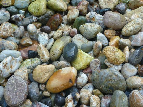 Okinoshima-cho, Japan: 海辺の石が綺麗