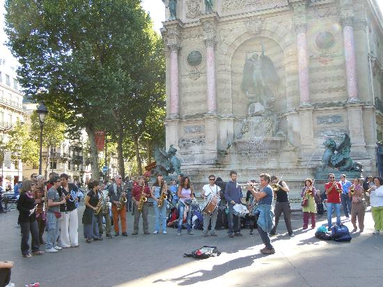 Paris, Frankrike: street performers in latin quarter