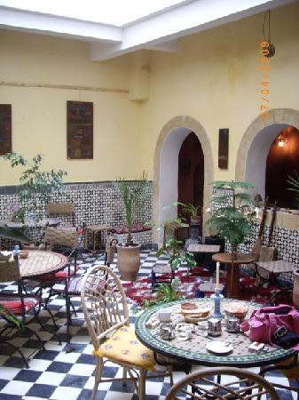 Riad Sidi Magdoul - Le coin des Artistes: Patio salle à manger