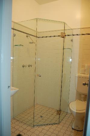 George Street Private Hotel: Bathroom Facilities