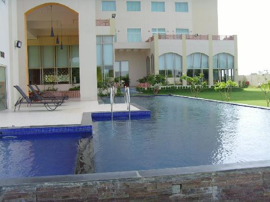 Hotel Jaipur Greens: Swimming Pool