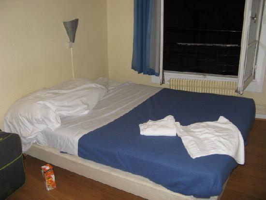 Hotel de Rouen : room