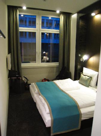 zimmer 127 bild von motel one muenchen city sued m nchen tripadvisor. Black Bedroom Furniture Sets. Home Design Ideas
