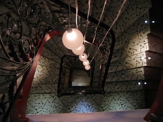 Hôtel Design Secret de Paris: stairs