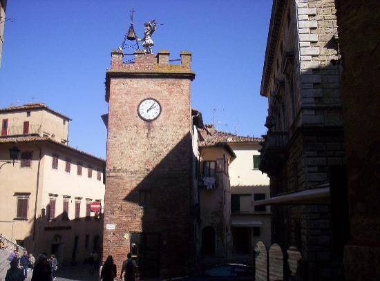 Montepulciano, Włochy: Torre di Pulcinella, batte le ore e le mezz'ore!