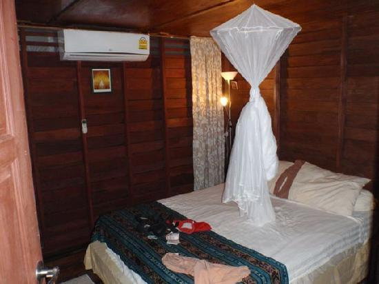 Lanta Pole Houses: Bedroom