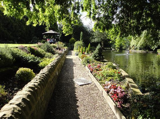 East Lodge Country House Hotel: Pathway through the garden