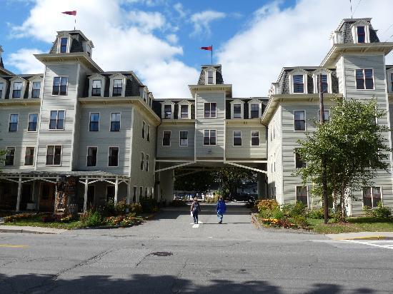 Bar Harbor Grand Hotel: Front
