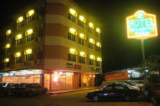Hallmark View Hotel: night view