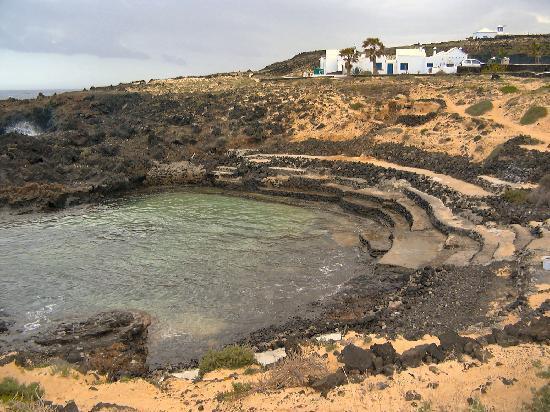 Lanzarote, Spain: Bei Flut läuft dieses Naturbecken voll Wasser.