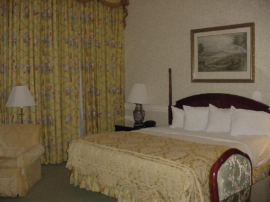 Nemacolin Woodlands Resort & Spa: Stylish, restful bedroom