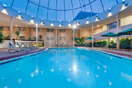 Radisson Hotel Cromwell: Our indoor pool