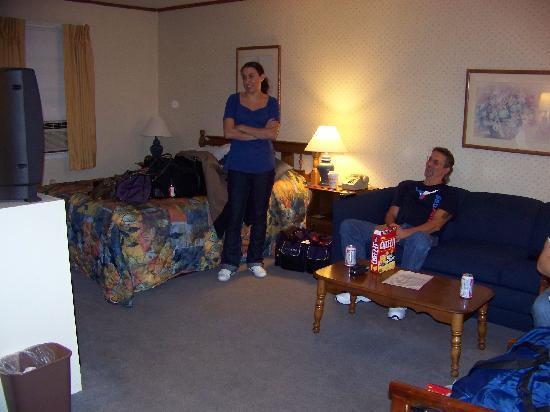 Killington Motel: queen room with sofa
