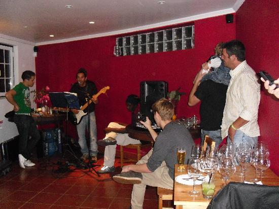 Bistrô Bistrot-Bar : Live Brazilian Music