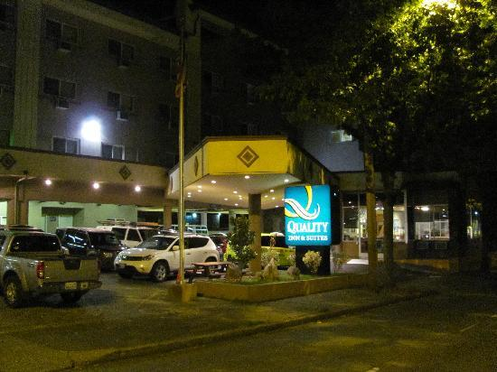 Quality Inn & Suites Seattle: Quality Inn late at night