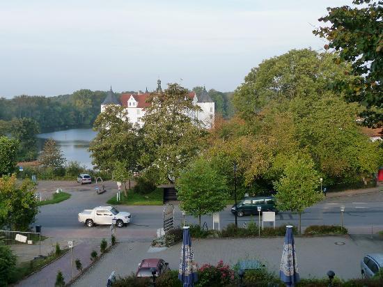 Hotel am Wasserschloss : Blick vom Hotel auf das Wasserschloss