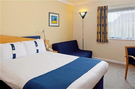 Holiday Inn Express Northampton M1, Jct 15: Family guestrooms for up 2 adults and 2 children