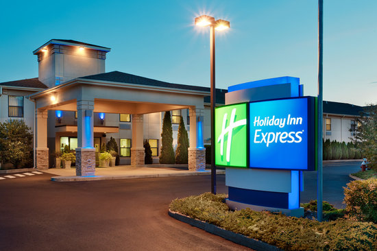 Holiday Inn Express Vernon: Exterior Entrance