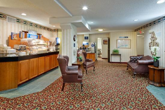 Holiday Inn Express Vernon-Manchester: Lobby