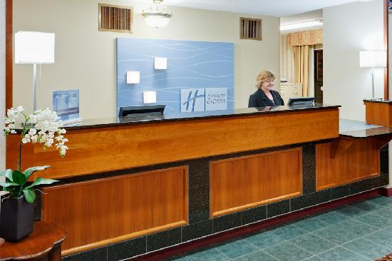 Holiday Inn Express Vernon: Front Desk