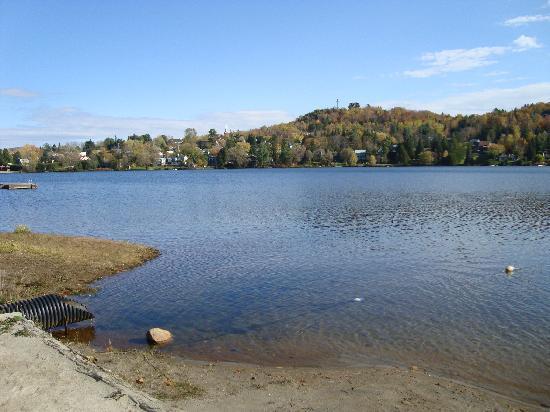 Hotel Le Chantecler: Le lac rond.