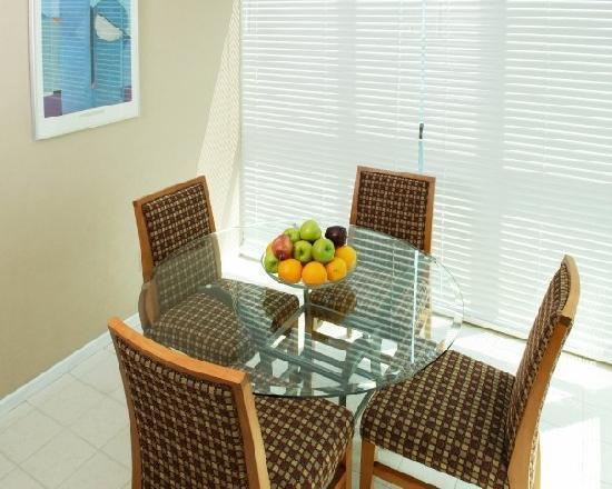 Landis Hotel & Suites: Dining Area