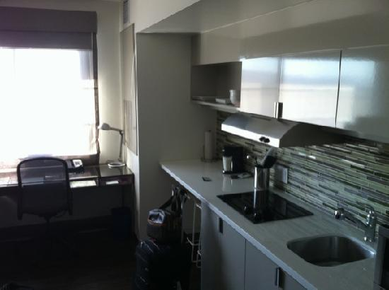 Element Las Vegas Summerlin: Standard Guest Room Kitchenette