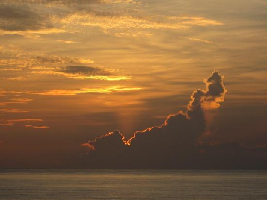 Symphony Beach Club : Sunrise I