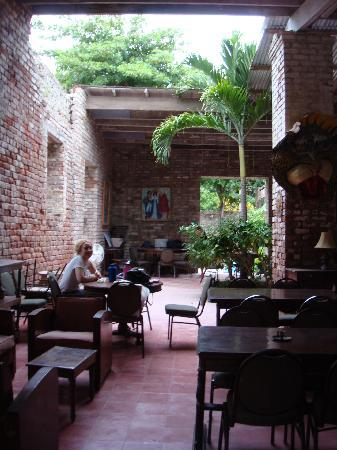 Hotel Florita Bar and Restaurant : Part of roof is gone, but its still very nice