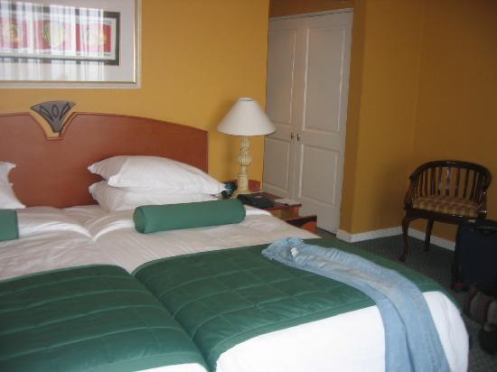 Courtyard Hotel Port Elizabeth: Bett