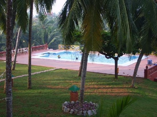 Kadaloram Beach Resort: Pool View