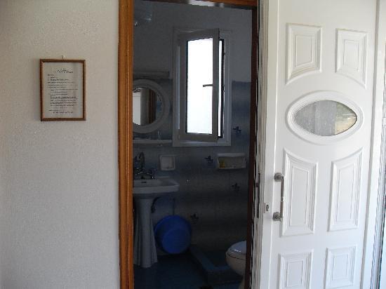Nondas Apartments: Bathroom