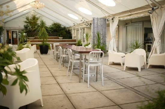 Jupiter Hotel: The Courtyard