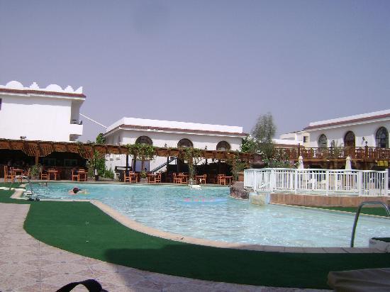Cleopatra Tsokkos Richy Hotel: pool