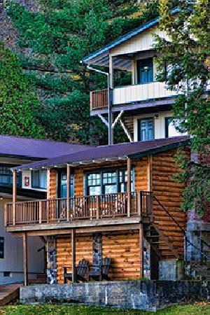 Pine Knoll Lodge & Cabins Inc: There are spectacular views from most rooms.