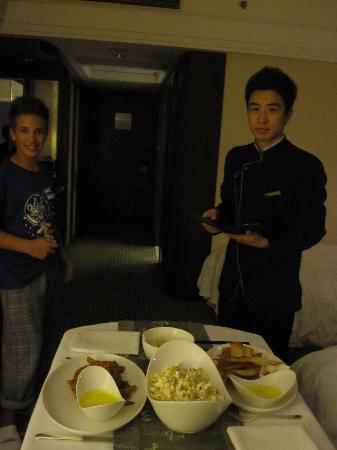 JW Marriott Hotel Shanghai at Tomorrow Square: Room Service