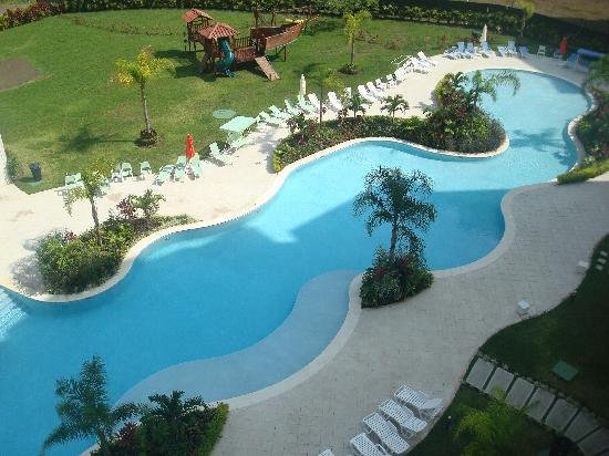 Jaco Bay Resort Condominium: view of the pool from our condo