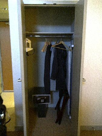 Aava Whistler Hotel: Coat Closet