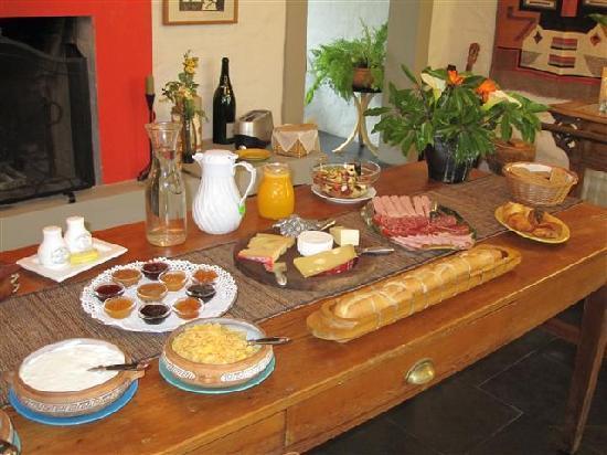 Posada de Campo Gondwana: The breakfast spread