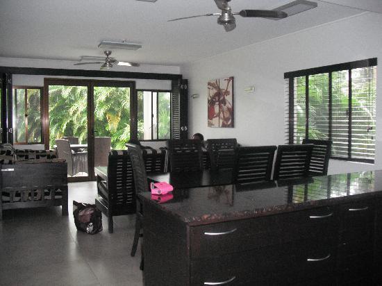 ULTIQA at Fiji Palms Beach Resort : apartment kitchen & lounge area