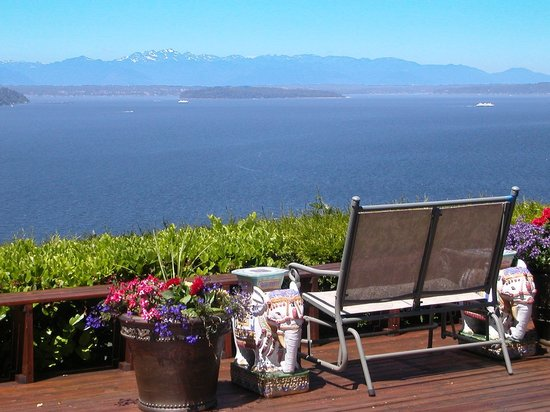 Eagle's View Bed and Breakfast, LLC: Enjoy the view from the deck or your room