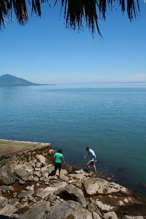 Meanguera del Golfo, El Salvador: Getting oysters in the morning