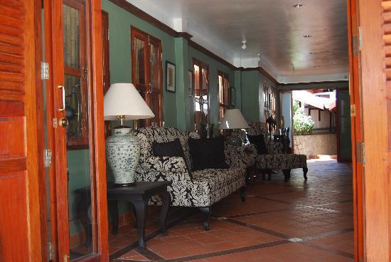 Hotel Villa Deux Rivieres: Lobby/breakfast lounge
