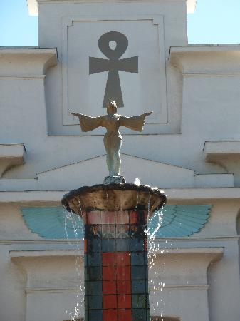 Rosicrucian Egyptian Museum: Garden Fountain