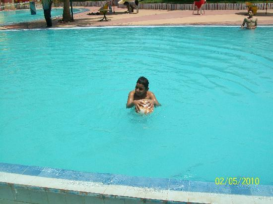 Hotel Sai Leela : Big and Clean Swimming pool