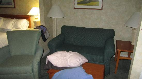 Ramada Saco/Old Orchard Beach Area: nice little sitting area with my pillows on the table
