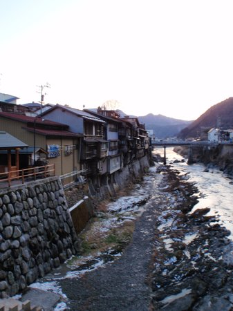 Gakeyazukuri no Ienami