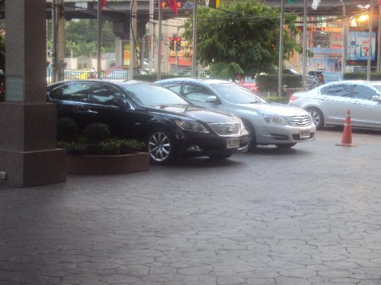 Grand Mercure Fortune Bangkok: AMPLE PARKING SPACE